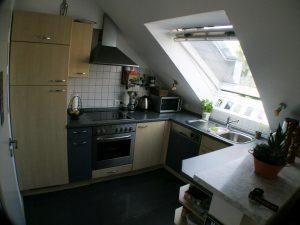 Die offene Küche mit Thekenbereich